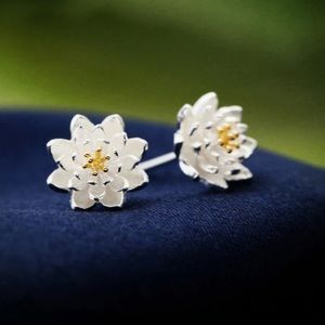 Sterling Silver925 Flower 🌸 Stud Earrings
